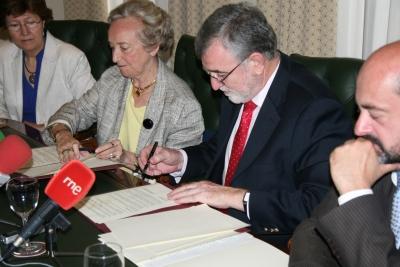 Imagen retrospectiva de la firma del acuerdo entre la Universidad de Córdoba y Pilar Citoler el pasado 20 de junio