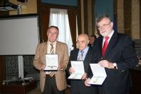 De izquierda a derecha, los galardonados Mariano Herrera, Ángel Trinidad y José Manuel Roldán Nogueras