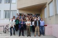 El coronel Millán Cruz y el decano Librado Carrasco ( a su izq. en la imagen) con profesores y alumnos de la asignatura