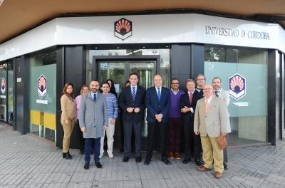 Foto de familia de autoridades y personal del Servicio de Gestión de Estudiantes