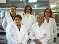 Carrmen Pueyo (primera fila, a la dcha) con su grupo de investigación