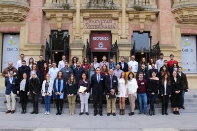 Foto de familia de los asistentes al I Congreso de Investigadores Noveles de la Universidad de Córdoba