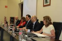 El rector e integrantes de su equipo durante la última sesión del Consejo de Gobierno de este curso.