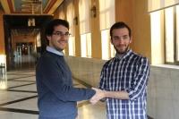 Camacho ( izq) y Alés se saludan momentos antes de iniciarse la votación