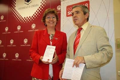 La secretaria general de la  UCO, Julia Angulo,  y  el secretario del Consejo Social, Melchor Guzmán, en la presentación de los premios