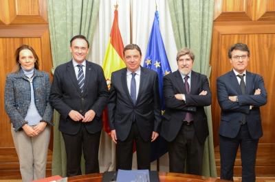 En el centro, el ministro de Agricultura Luis Planas, acompañado por el rector de la Universidad de Córdoba, y representantes de la Fundación Triptolemos y de la Red de Campus de Excelencia con Actividad Agroalimentaria