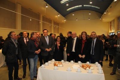 El rector en el centro, junto a miembros del equipo de gobierno durante la degustación del roscón
