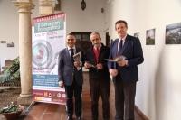 De izquierda a derecha, Alfonso Zamorano, Desiderio Vaquerizo y Eulalio Fernández, durante la inauguración de la exposición.