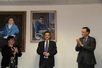 De izqda. a dcha. Mª Paz Aguilar, Manuel Blázquez y José Carlos Gómez Villamandos, tras descubrir el retrato