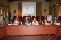 El rector (el tercero por la izquierda), con los coordinadores de las mesas, la directora de la Unidad de Igualdad y la vicerrectora de Vida Universitaria y Responsabilidad Social, en la clausura de las jornadas.