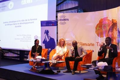 María Elena Gómez Parra (segunda por la izquierda), durante su participación en Africa Climate Talk