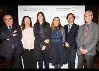 Pablo Pérez, penúltimo por la izquierda, junto a integrantes del jurado y la también premiada.