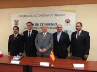 Directivos universitarios españoles y mejicanos tras la firma del convenio