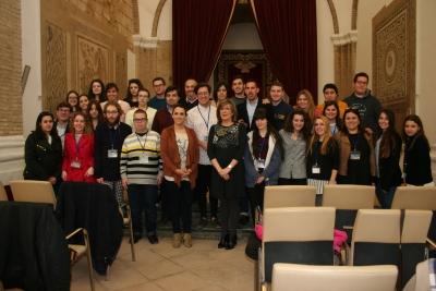 Foto de familia de autoridades y representantes universitarios