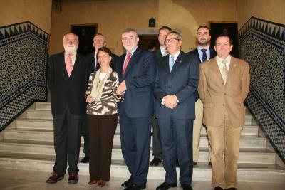 El rector con los galardonados y directivos de los colegios