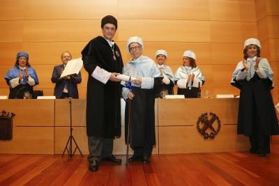 Pablo García Baena es investido doctor honoris causa por la Universidad de Córdoba