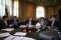 Un momento de la firma del convenio de creación de la Escuela