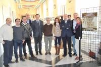 El Rector junto a miembros del Servicio de Prevención durante su visita a la exposición fotográfica