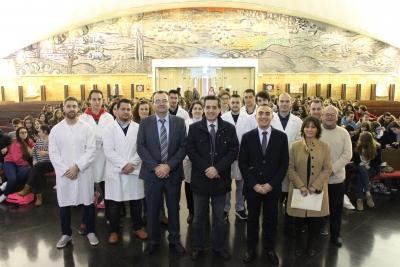 Autoridades académicas e investigadores de la UCO, al recibir a diferentes estudiantes de Secundaria durante las IX Jornadas de Introducción al Laboratorio Experimental de Química