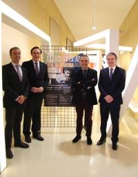 De izquierda a derecha, Juan Luna, José Carlos Gómez Villamandos, Alfonso Zamorano y Matías Liñán, con el cartel anunciador de TECNO-INGENIA