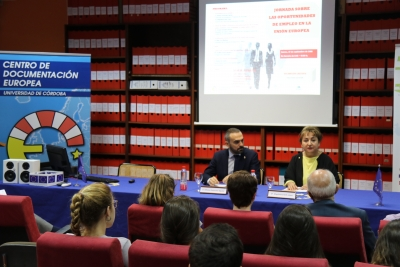 Alfonso Zamorano, vicerrector de Estudiantes y Programa de Movilidad de la UCO y Magdalena Reifs López, directora del Centro de Documentación Europea de la UCO.