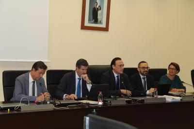 El rector  se dirige a los asistentes al inicio de la reunión de la Comisión Coordinadora Interuniversitaria