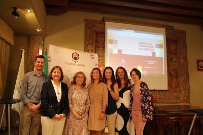 Foto de familia de autoridades y ponentes de las jornadas
