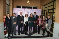 Foto de familia de autoridades asistentes a la inauguración de la exposición.