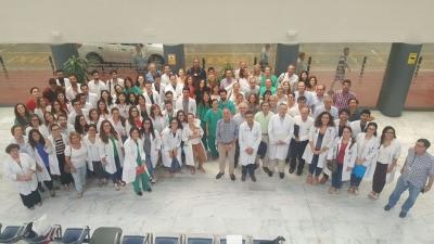 Alumnos, pacientes simulados, personal sanitario y responsables de la prueba en una de las dependencias del HURS.