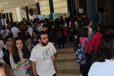 Los stands instalados en el hall del aulario de Rabanales recibieron numerosos visitantes