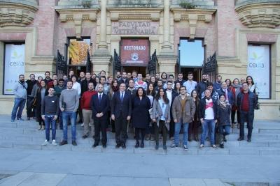 Autoridades junto a los participantes de la III edición del Programa Yuzz