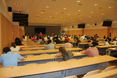 Imagen de archivo de estudiantes realizando las pruebas el pasado año en la Facultad de Medicina y Enfermería
