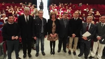 Foto de familia de autoridades asistentes a la inauguración del curso de la Cátedra