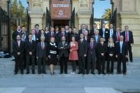 Miembros del comite ejecutivo de EUSA y representantes de las candidaturas en la puerta del Rectorado