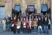 Participantes en el programa, a la puerta del Rectorado