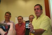 Lorenzo Salas, David Fernández, Juan Antonio Caballero y José Ángel Murillo presentan a los medios el funcionamiento de la aplicación