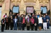 Los integrantes de la reunión, a la puerta del Rectorado
