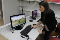 Una alumna muestra su propio avatar en el mundo virtual creado en la Universidad de Córdoba