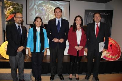 De izquierda a derecha, Antonio Ruiz, Rattikul Chansuriya, José Carlos Gómez Villamandos, Carmen María Gómez y Fernando Fuentes en la inauguración del curso