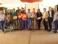 Foto de familia de premiados y autoridades
