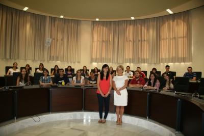 La vicerrectora Carmen Galán con los estudiantes del programa Ciencia sin Fronteras