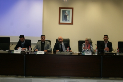 En el centro, el coordinador general de Comunicación, Proyección Social y Cultural de la UCO, Luis Medina, da la bienvenida a los integrantes del Comité