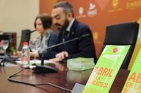 Mª Carmen Liñán y Alfonso Zamorano, en la presentación de las actividades Abril en la Biblioteca