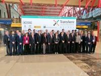 Foto de familia de autoridades asistentes a la inauguración del Foro Transfiere