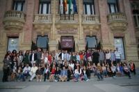 Estudiantes y autoridades universitarias a las puertas del Rectorado