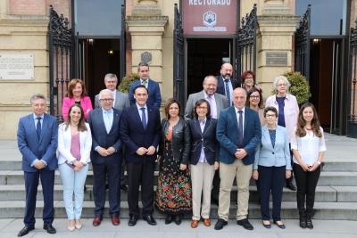 Foto de familia de autoridades y ponentes