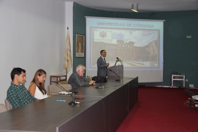 De izquierda a derecha, Álvaro Álvarez, Julia Herrera, Rafael Solana y Alfonso Zamorano, que se dirige a los nuevos alumnos del centro.