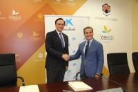 José Carlos Gómez Villamandos y Rafael Herrador Martínez, tras la firma del convenio.