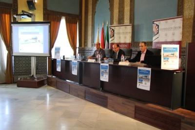 De izquierda a derecha, Manuel Vaquero, Antonio Cubero y Fernando Palomares en la presentación del Glosario