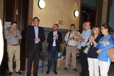 El rector, José Carlos Gómez Villamandos, entrando a la sala Mudéjar tras conocerse los resultados electorales.
